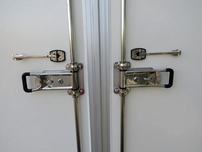 Dubbele sluiting op de achterdeuren