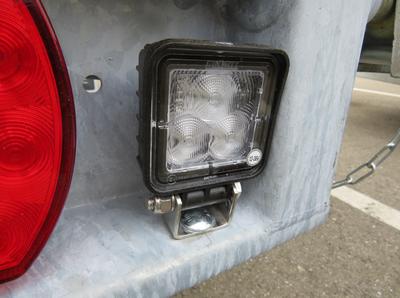 LED werklamp (aan de achterzijde gemonteerd)