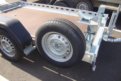 Reservewiel motortrailer gemonteerd