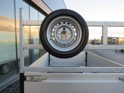 Reservewiel gemonteerd 195-50-13 (op voorbord/koprek aanhangwagen)