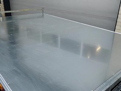 Gegalvaniseerde staalplaat 1,5 mm op vloer(< 4mtr 2 delen)